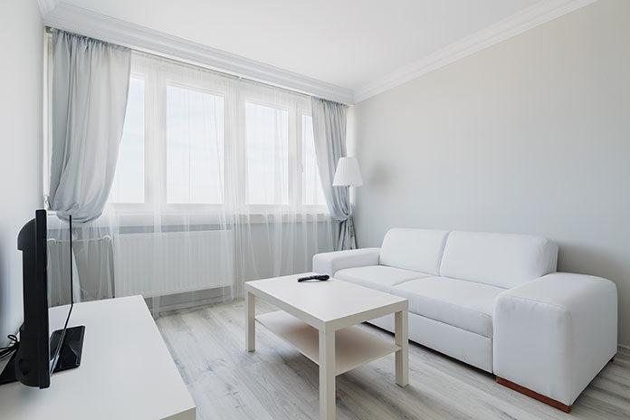 Karnisz elektryczny niezastąpiony w wysokich apartamentach i loftach